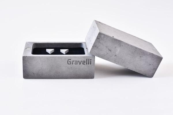 Šperky z betonu v krabičce s magnetem.