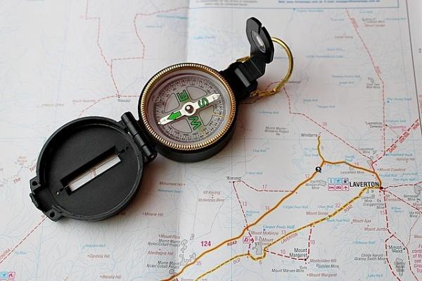 Magnetické pole Země – střelka kompasu.