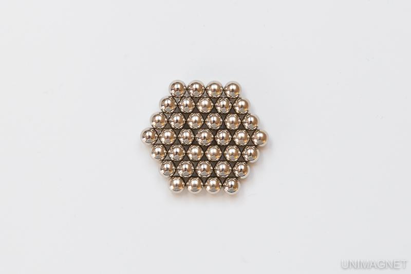 Magnetické kuličky NeoCube.