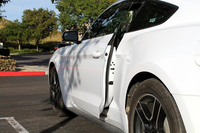 Magnety vautomobilech7: Máte dobře zavřené dveře auta?