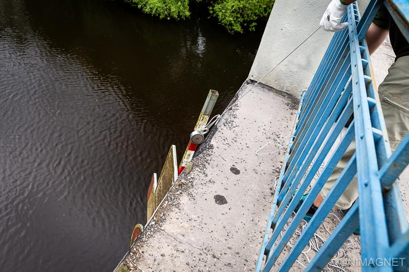 Magnet fishing v řece Jizeře.