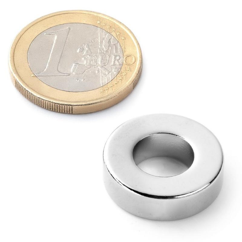 Běžný kruhový magnet.