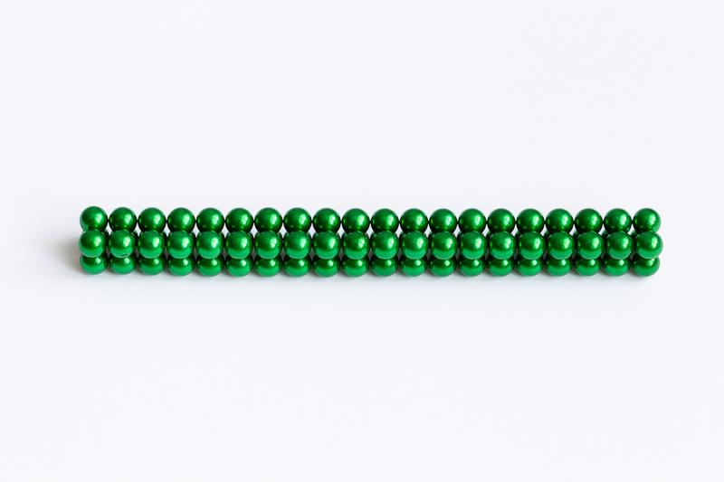 Zelené magnetické kuličky.