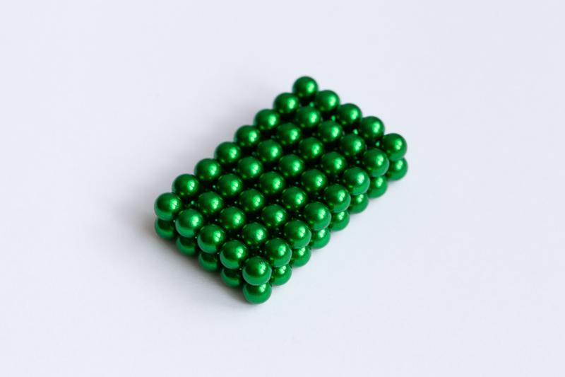 Zelená magnetická stavebnice NeoCube.