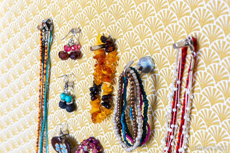 Jak zavěsit šperky? Vyrobte si magnetickou šperkovnici