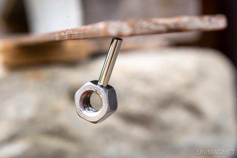 Magnetický pokus: Vyrobte si zvukové kyvadlo z ocelové matice a tyčového magnetu