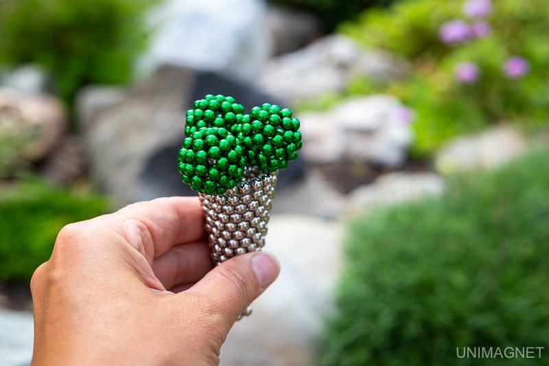 Jak sestavit z magnetické stavebnice NeoCube kopečkovou zmrzlinu