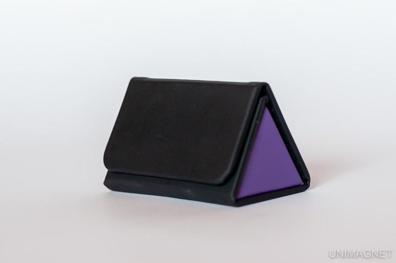 Krabička na manžetové knoflíčky s magnetickým uzávěrem.