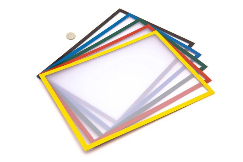 Různě barevné magnetické kapsy s průhlednou krycí fólií na papír formátu A4.